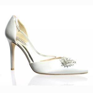 NEW Badgley Mischka Ivory White Satin Heels Size 9